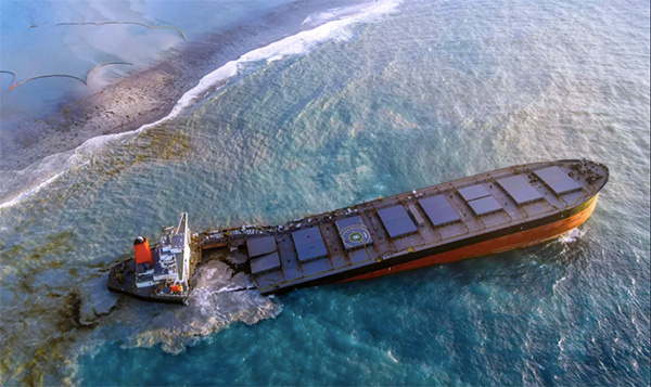 Wrecked oil tanker in Mauritius